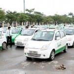 Kinh doanh taxi vừa trải qua một năm khó khăn, khiến nhiều tài xế lo sắp đón một cái Tết không trọn vẹn. Ảnh: Bá Đô